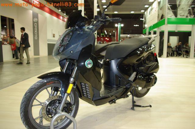 Nouveauté scooter et Stand Benelli au salon de Milan IMGP2386%20%5B640x480%5D