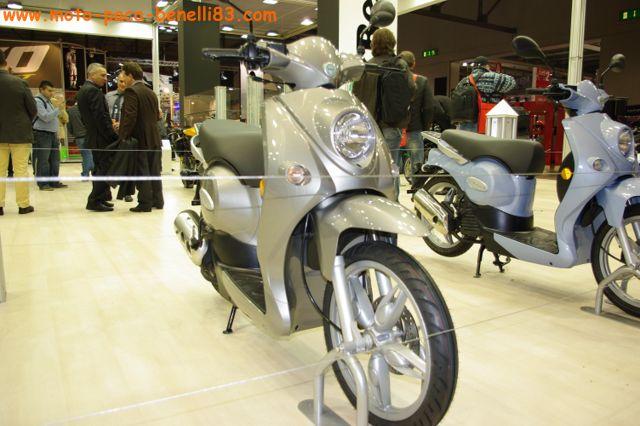 Nouveauté scooter et Stand Benelli au salon de Milan IMGP2427%20%5B640x480%5D