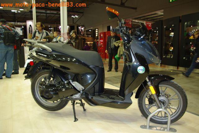 Nouveauté scooter et Stand Benelli au salon de Milan IMGP2433%20%5B640x480%5D