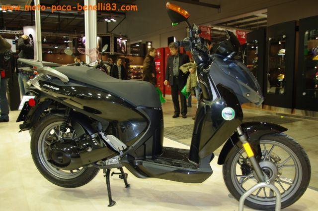 Nouveauté scooter et Stand Benelli au salon de Milan IMGP2434%20%5B640x480%5D